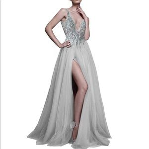 Dresses & Skirts - Beautiful Tulle Dress with Sequin Top